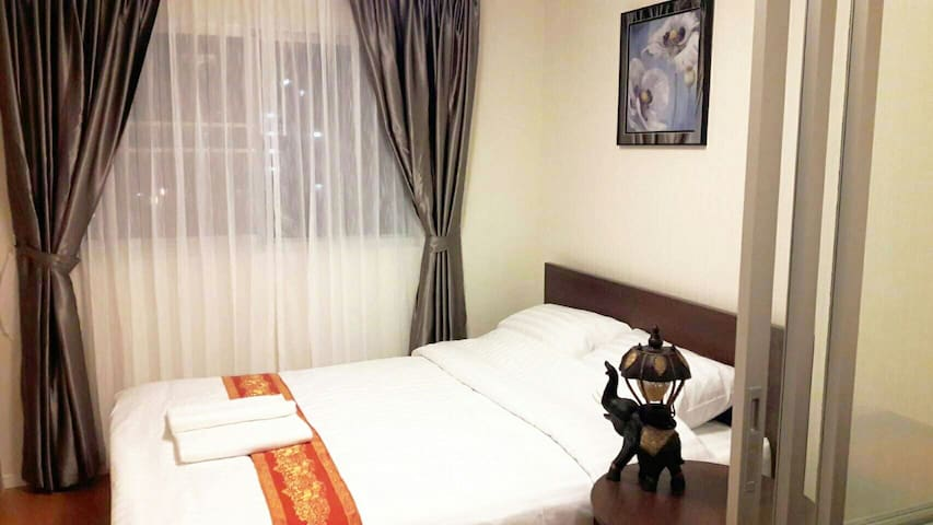 Near DM Airport,1BR,FreeWIFI,Pool,Gym,Market,日本語OK