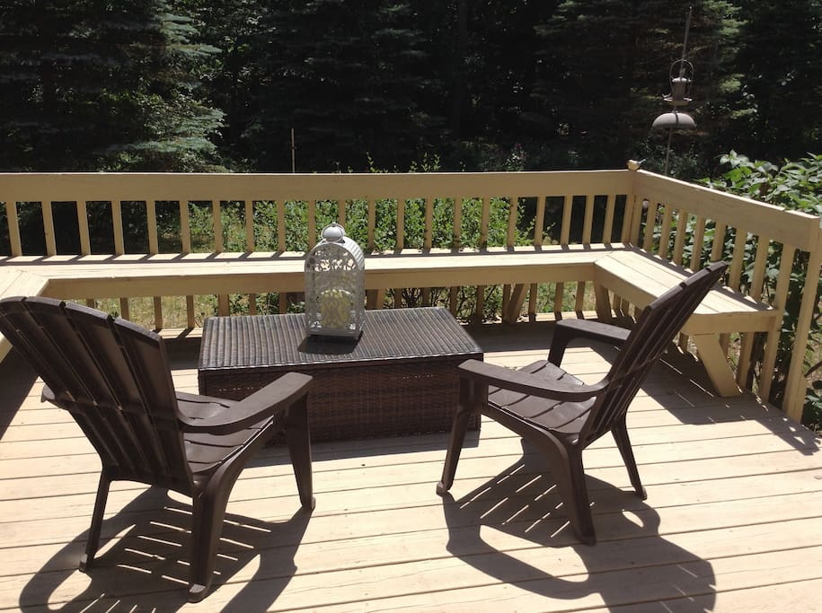 Deck seating for enjoying your brunch with the morning sunshine.