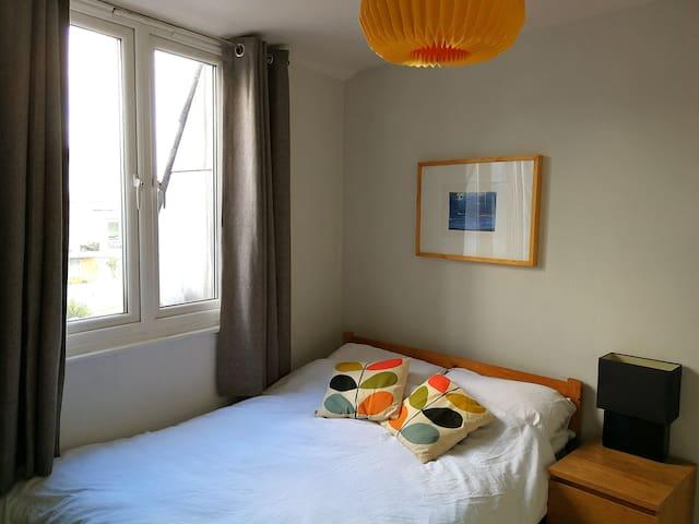Stylish Double Bedroom in Southfields
