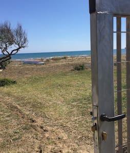 Casetta in riva al mare - House
