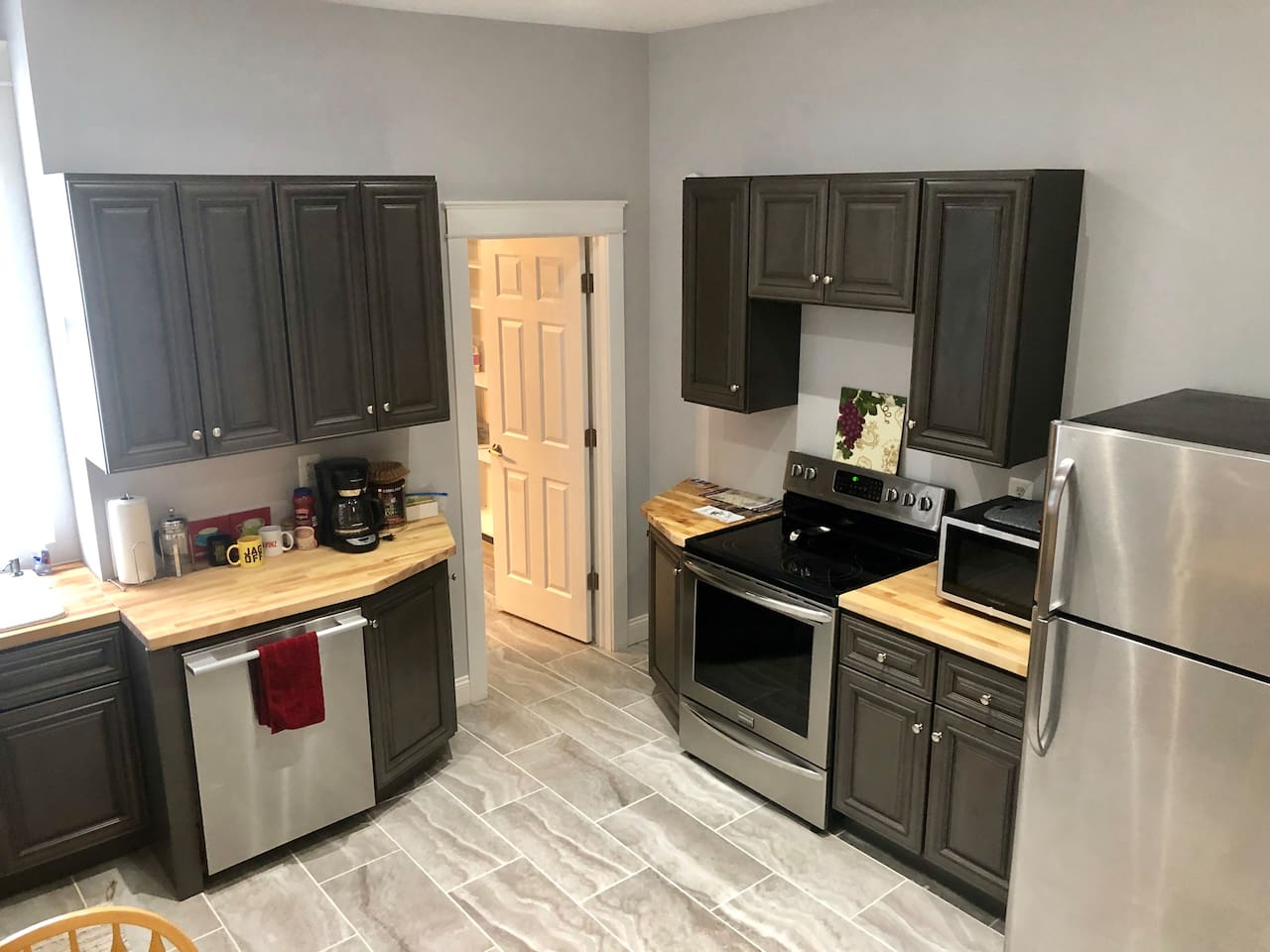 Fully equipped Kitchen. Lots of cabinets for storage.