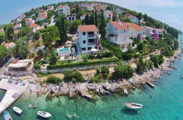 5 Bedroom Villa with Pool on Ciovo, sleeps 10-14