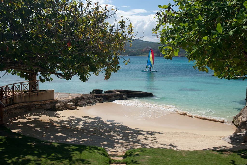 Beachfront villa on Discovery Bay
