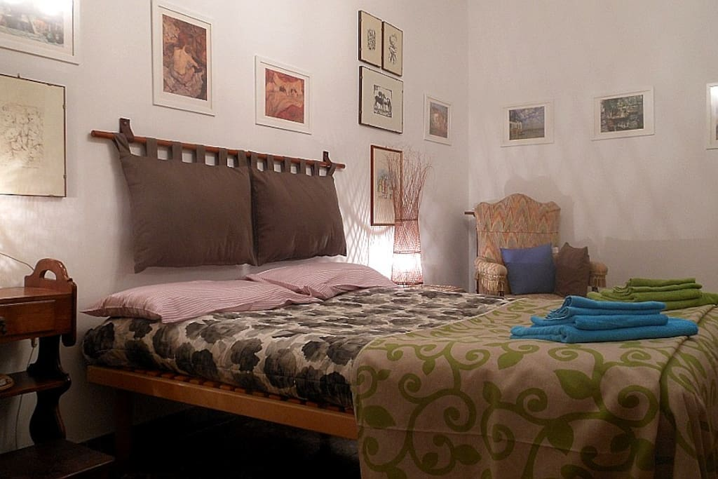 Francese: camera matrimoniale / chambre double / double room