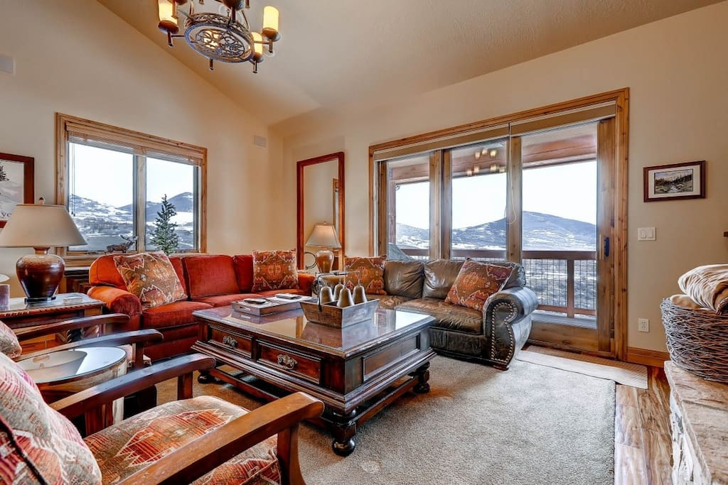 Spectacular views from the main living room with custom furnishings, hand-picked decor / art / photography, central surround sound system & hardwood.