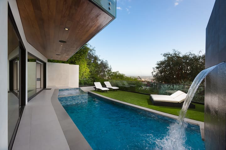 Hollywood Hills! Private Guest Suite Pool & Sauna
