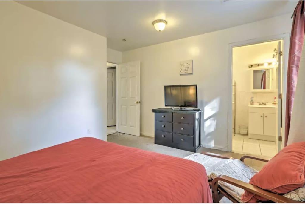 A master suite private bathroom 2nd floor appartamenti for Planimetrie a un piano con due master suite