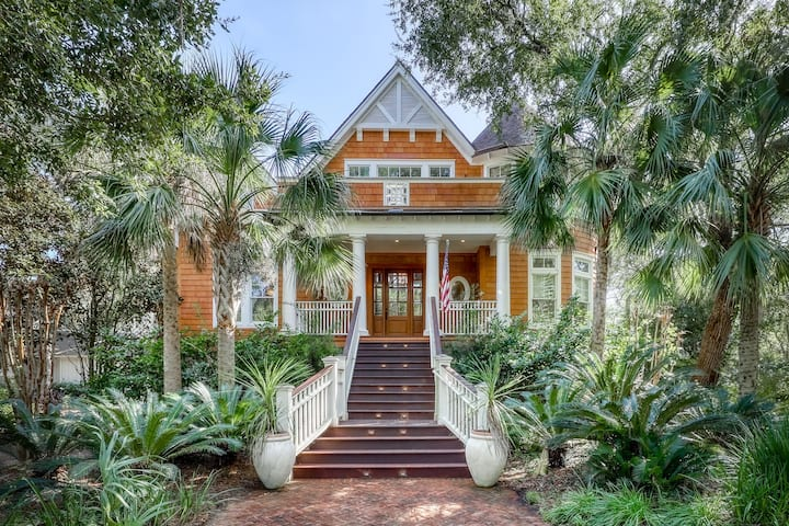 Luxury golf front home w/ jetted tub, lagoon views, & shared tennis courts!