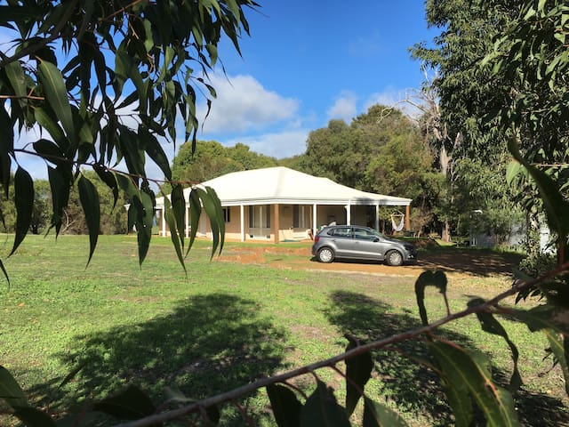 Rural Retreat Yallingup (Free WiFi - Pets allowed)