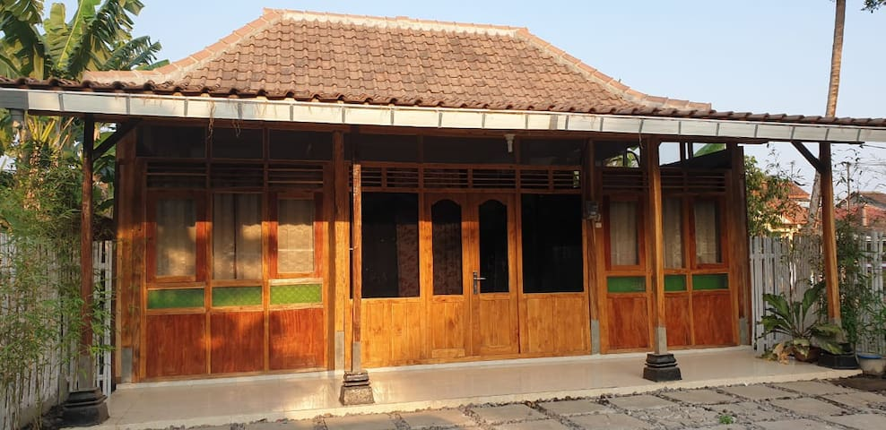 Abhimata Guest House living in Javanese culture
