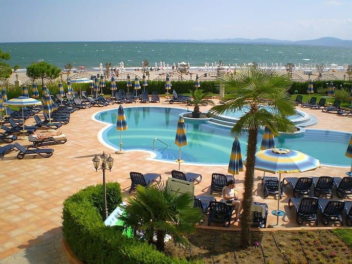 P) Sunset Resort V.Large 2 bed apt in Eta Building