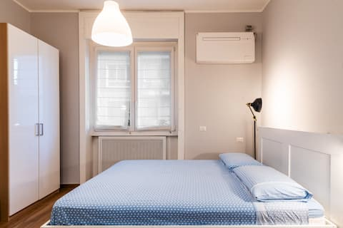 Cozy Little apartment Cenisio Garibaldi Station