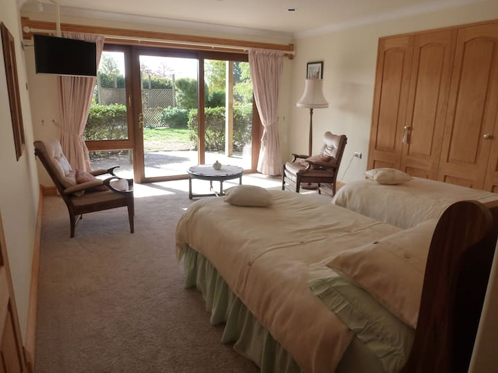 Briwi Lodge-Luxurious-Secluded-Quiet-Twin beds