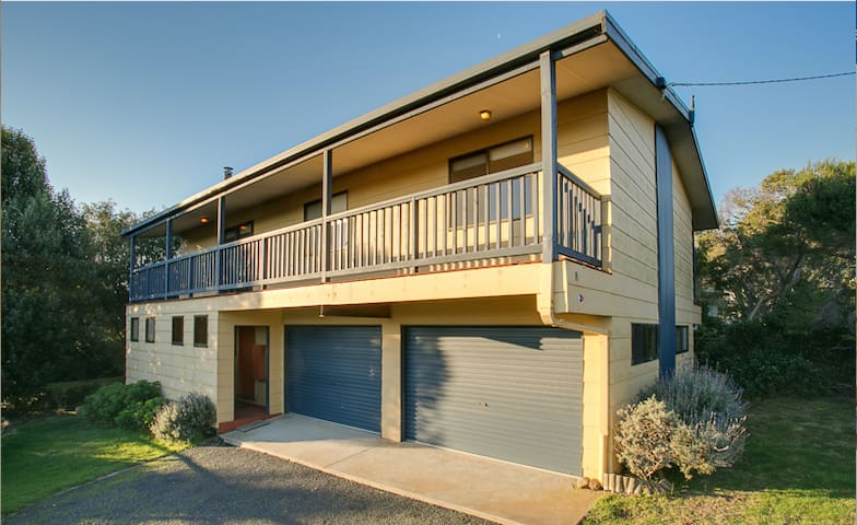 Relaxing beach house close to surf! - Smiths Beach