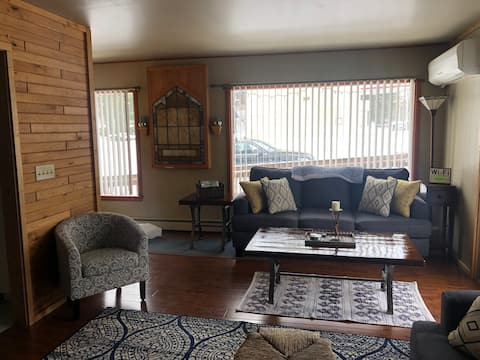 Up north getaway!Relaxing, cozy, fully-loaded home