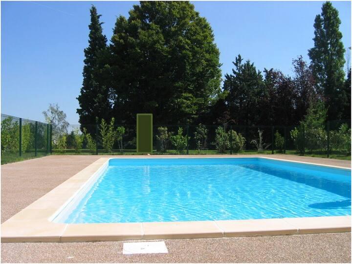 Bel appartement lumineux avec terrasse et piscine