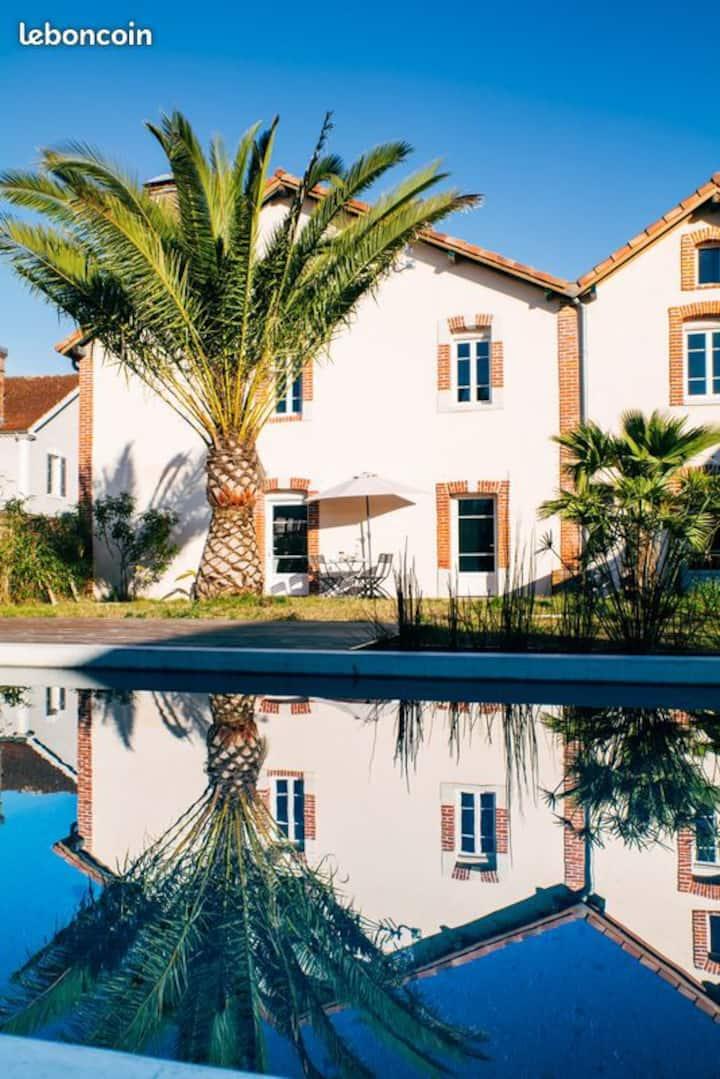 Appartement rez de jardin Gite 4* avec piscine
