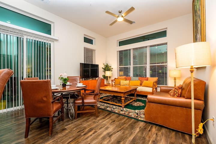 Gigantic condo Downtown for 11 people in Houston