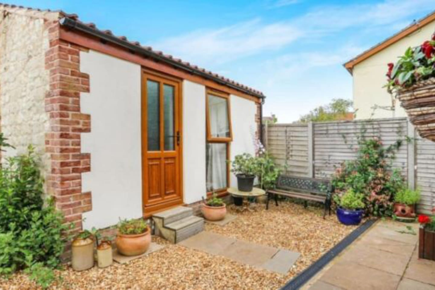 Detached annex with own private entrance