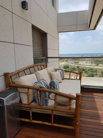 Great New Northern Tel-Aviv apartment, sea view!
