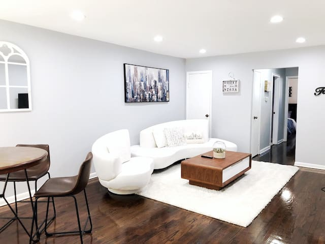 ♥️Modern home near Fashion Outlets & O'Hare