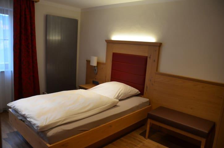 Zum Dallmayr Hotel Garni (Berching), Einzelzimmer - kostenfreies WLAN