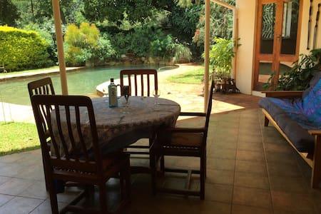 Cosy annex in family home in Mount Pleasant - Harare - Casa