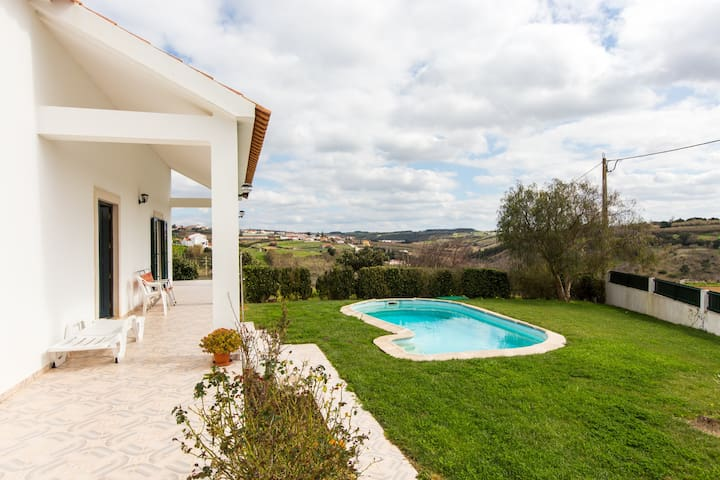 Relax with Family and Friends - Lourinhã - Huis