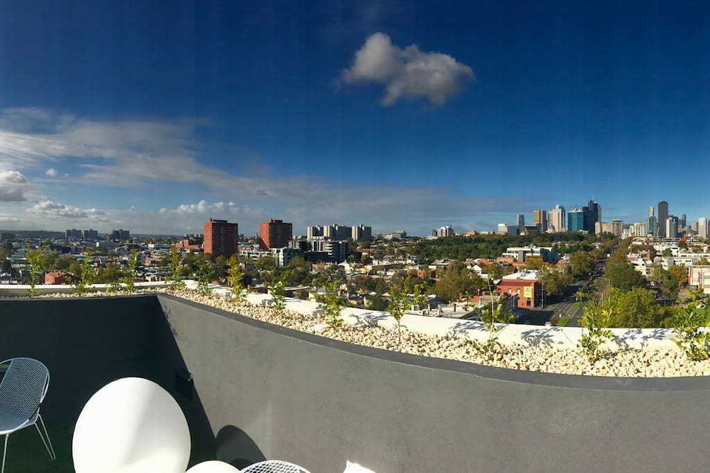 Roof top recreation area on level 8 - amazing city scape views