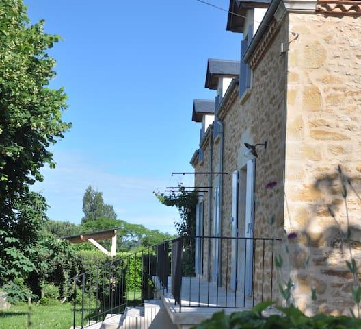Belle maison périgourdine proche Sarlat 8 pers