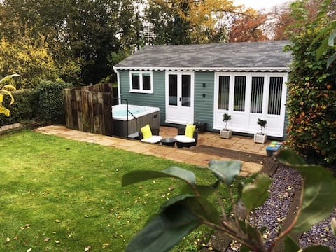 The Summerhouse,Countryside retreat with hot tub
