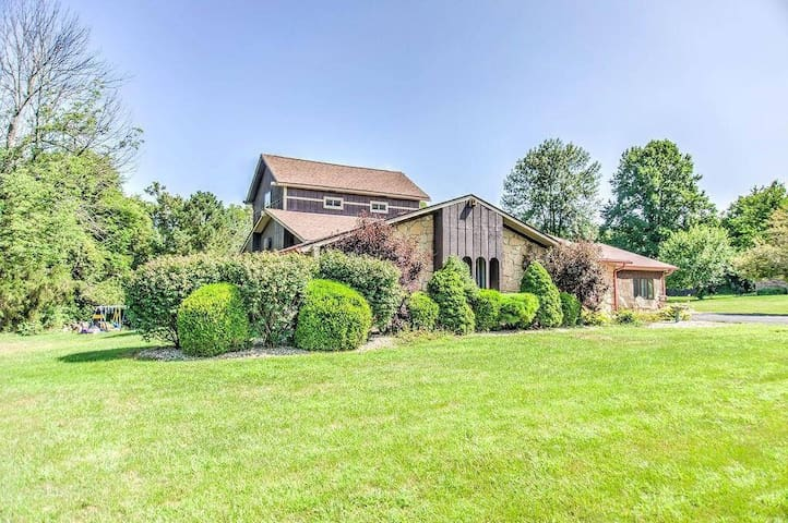 Cozy Getaway. Close to IND airport and restaurants