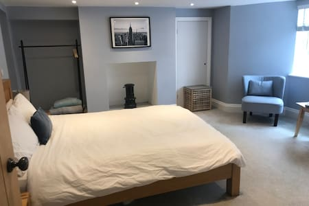 Stylish annexe in Kenilworth town centre
