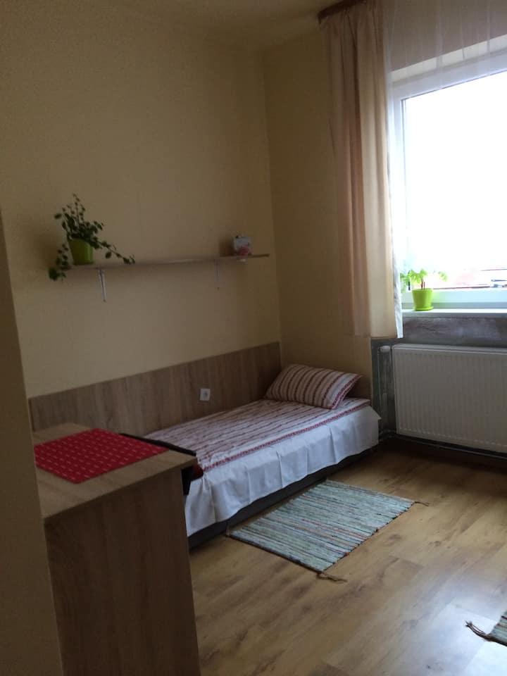 pokój 2 osobowy nr 4,na pietrze,własna łazienka
