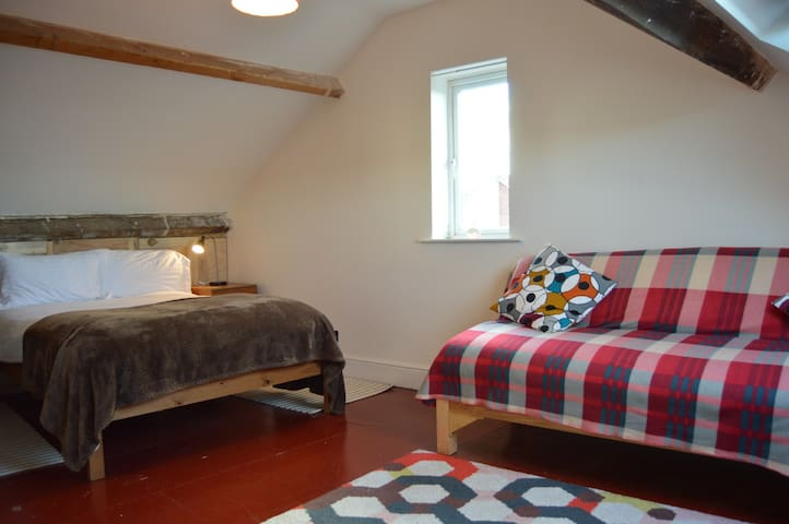 Comfy - 2 double beds & bathroom. Parking. Views.