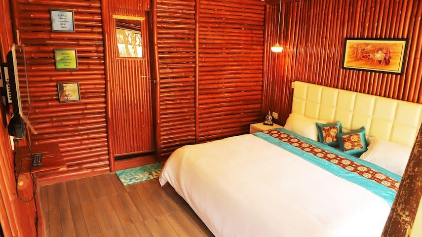 Smalltown Sadhupul- Riverside Bamboo cottages