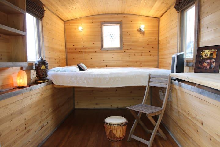 Queer zen cottage on wheels Nashville TN