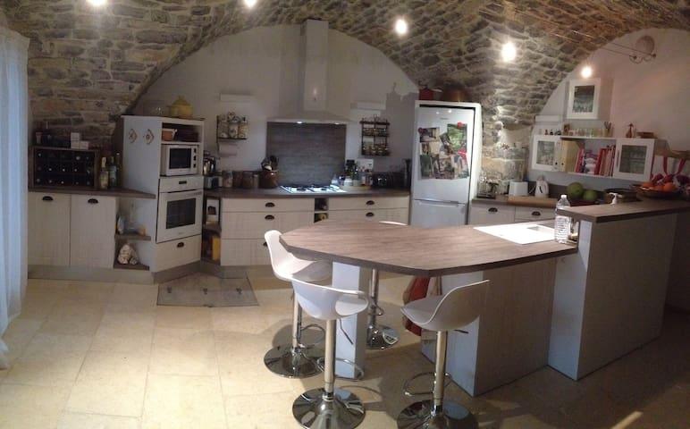 Joli petit cocon dans village dynamique - Clarensac - House