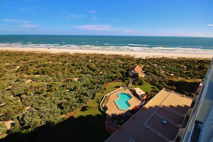 Perfect Getaway for Two with Great Ocean Views from the Balcony