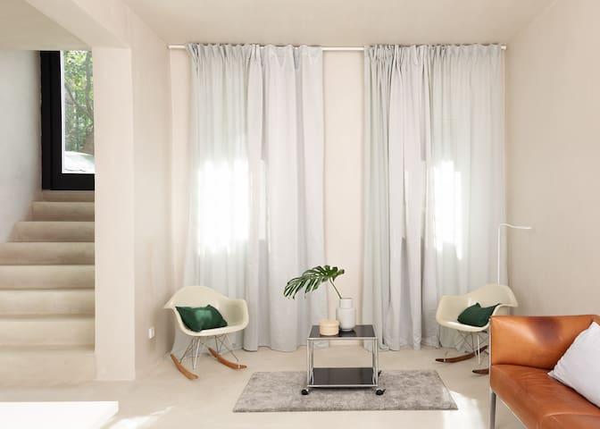 Moderner Wohnungsausbau mit Naturmaterialien