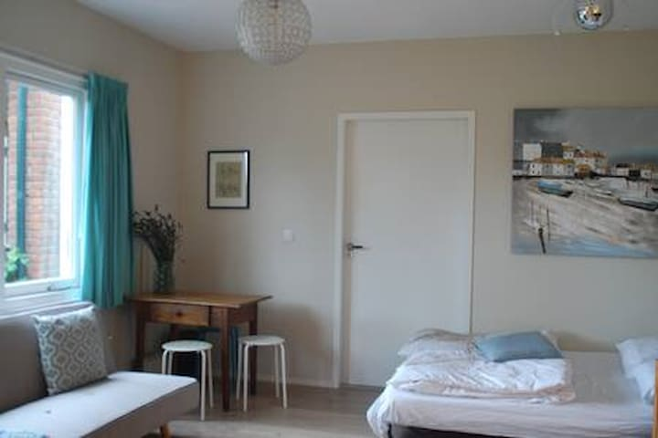 Comfortable studio close to Amsterdam centre