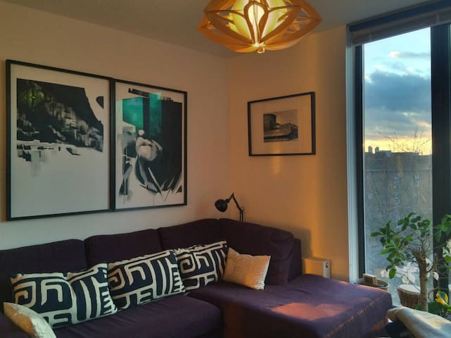 Arty+Modern 1 bed London Fields flat with a view