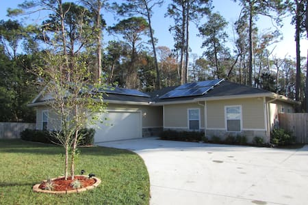 Big-Dog Friendly, Solar-Powered Home, Southside - Jacksonville