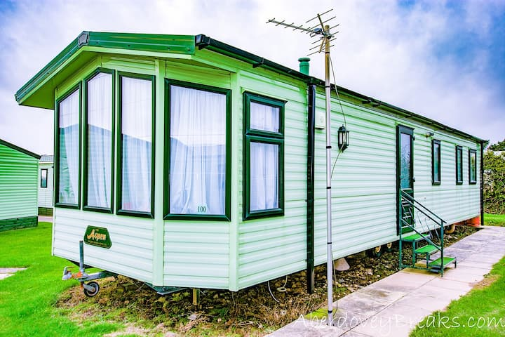 3 Bedroom Caravan, Tywyn, Sleeps 8, Pet Friendly