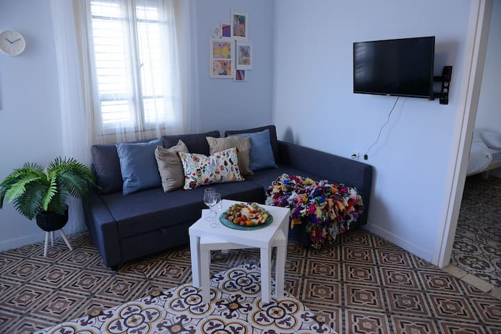 A Trendy Apartment in the Heart of Florentin-2