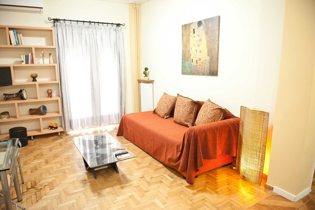 Living room with air conditioning,TV and wifi throughout the apartment.Καθιστικό με κλιματισμό,τηλεόραση και Wi-Fi σε όλο το διαμέρισμα.