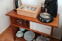 Kaffee und Tee kann nach Belieben selbst zubereitet werden.