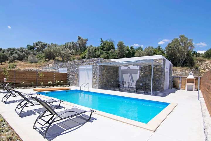 Private Pool,Great location & Views 4
