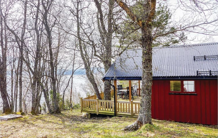 Holiday cottage with 2 bedrooms on 60m² in Vanvikan