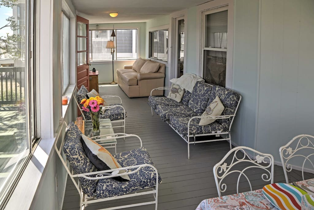 Listen to the waves from the enclosed sunroom.